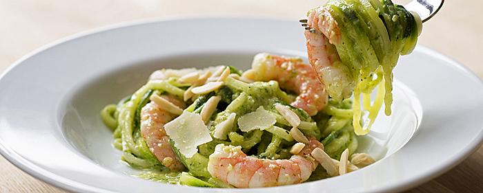Low Carb Zucchini-Spaghetti mit Schrimps