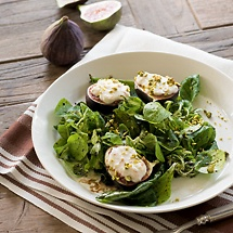 Gegrillte Feigen auf Feldsalat