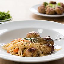 Fleischbällchen mit Ingwer-Sesam-Sauce und Pasta